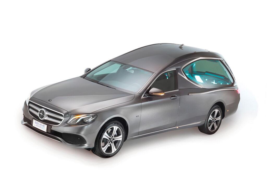 Compact_hearse_meccanical_Mercedes_Benz_E_Class_01